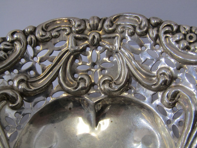 MATCHED PAIR OF SILVER BON BON DISHES, 1 Birmingham HM and 1 Chester HM, pair of shaped silver bon - Image 2 of 3