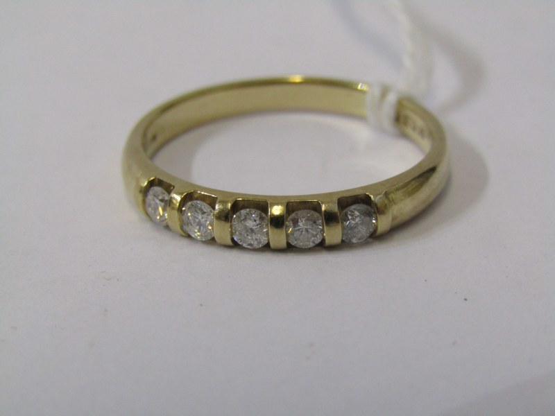 9ct YELLOW GOLD 5 STONE ETERNITY STONE RING, well matched brilliant cut tortion set diamonds in