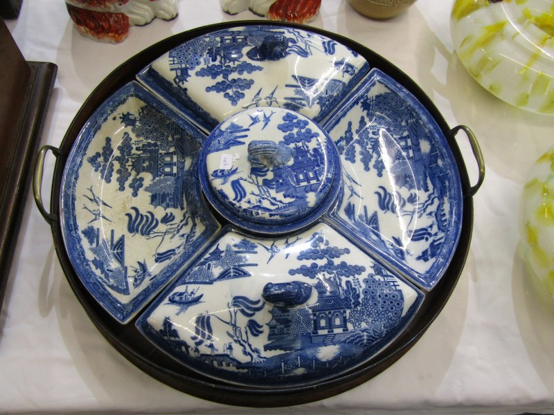 WILLOW PATTERN, Victorian Willow pattern circular section hor d'oeuvres dish service with circular
