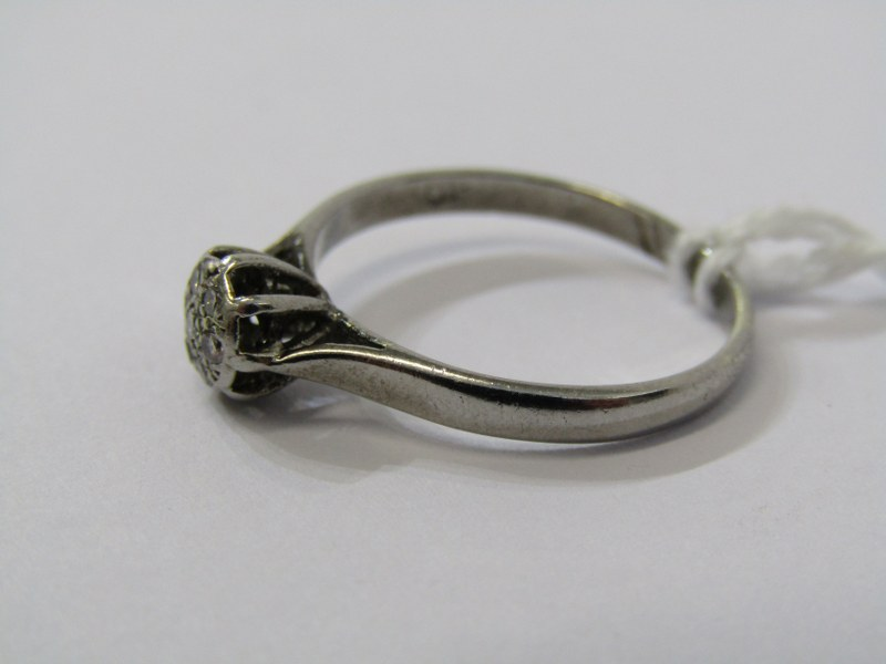 9CT WHITE GOLD DIAMOND SOLITAIRE STYLE RING, cluster of illusion set diamonds to give the appearance - Image 2 of 3