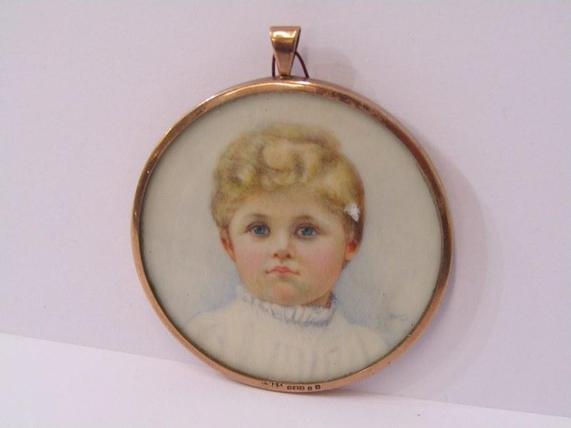 PORTRAIT MINIATURE OF A CHOIR BOY, of circular form in a 9ct gold case, Birmingham 1917, 5cm
