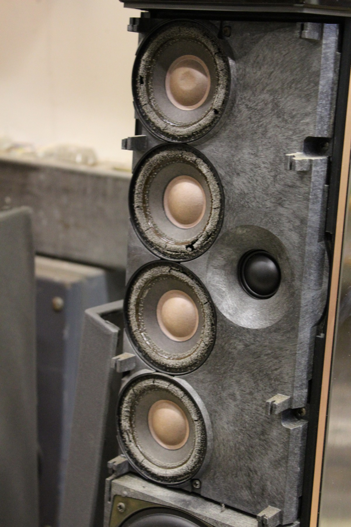 A pair of Bang & Olufsen tall column shaped speakers. - Image 3 of 5