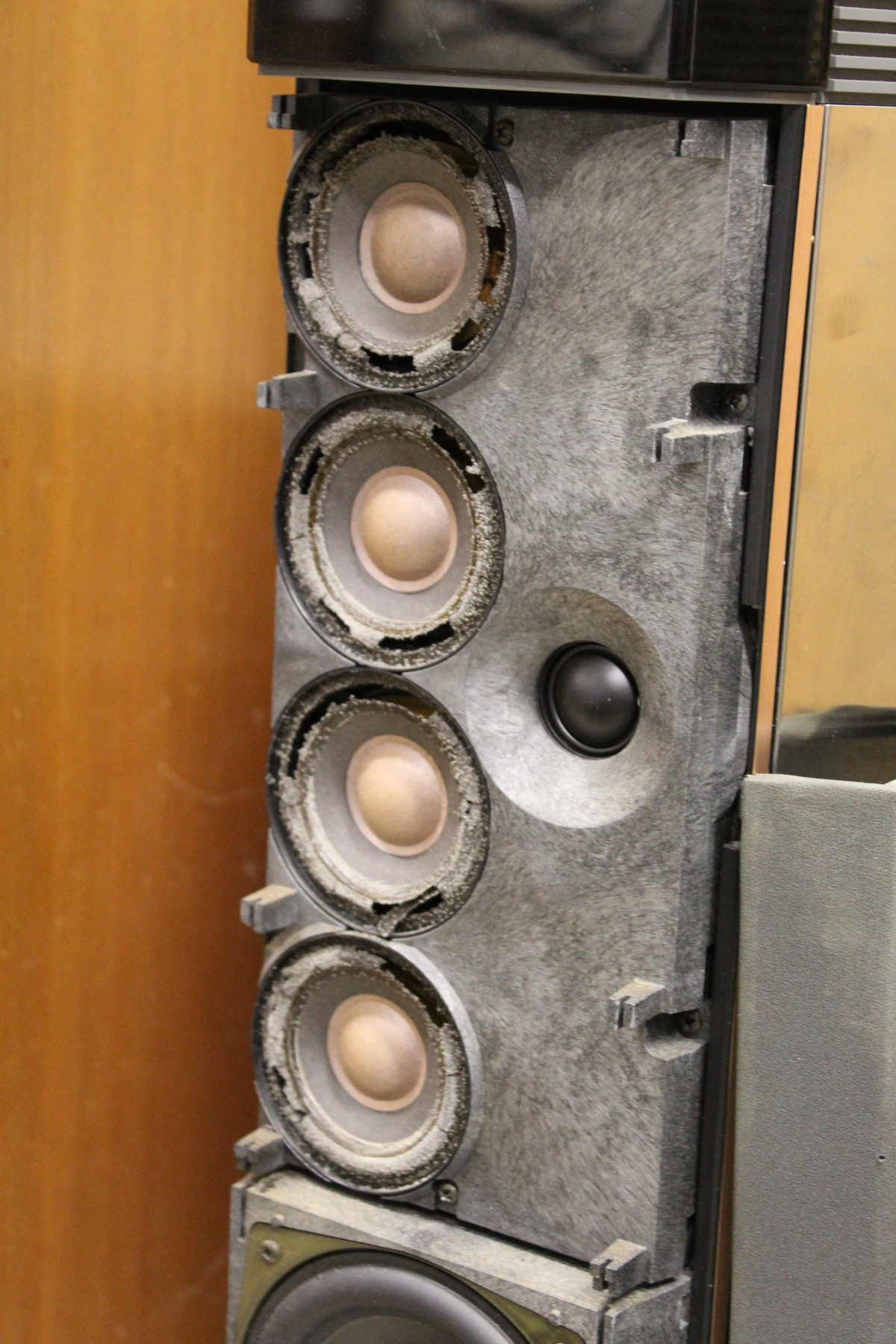 A pair of Bang & Olufsen tall column shaped speakers. - Image 4 of 5