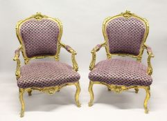 A GOOD PAIR OF GILTWOOD ARMCHAIRS.