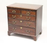 A GEORGE III MAHOGANY BACHELORS CHEST, with brushing slide, two short and three long graduated