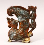 A 20TH CENTURY CHINESE ARCHAIC STYLE CARVED HARDSTONE EWER, the body carved as a dragon, the