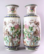 A LARGE PAIR OF 20TH CENTURY CHINESE FAMILLE VERTE / ROSE PORCELAIN VASES, decorated with scenes