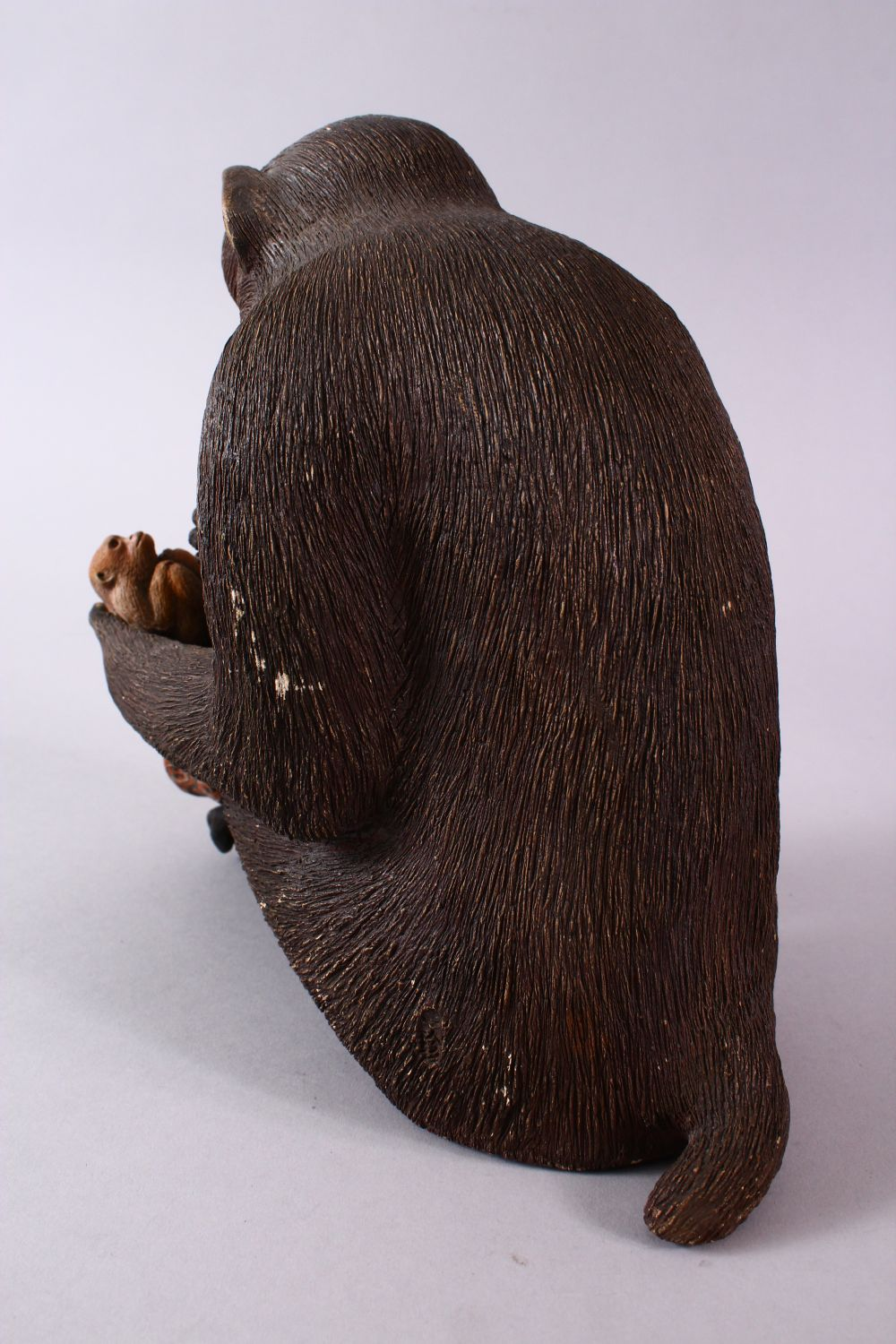 A JAPANESE POTTERY / TERRACOTTA MODEL OF A SEATED MONKEY, the monkey in a seated position holding - Image 6 of 10