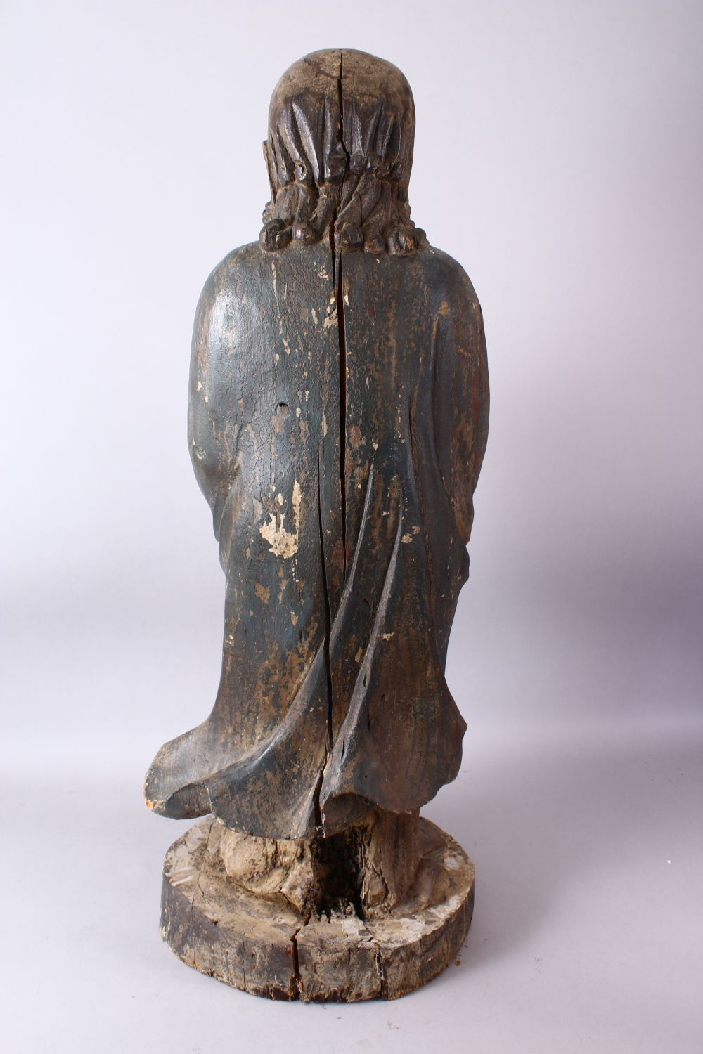 A 18TH/19TH CENTURY CHINESE CARVED WOOD FIGURE OF ROHAN, on a shaped base, 90cm high. - Image 5 of 7