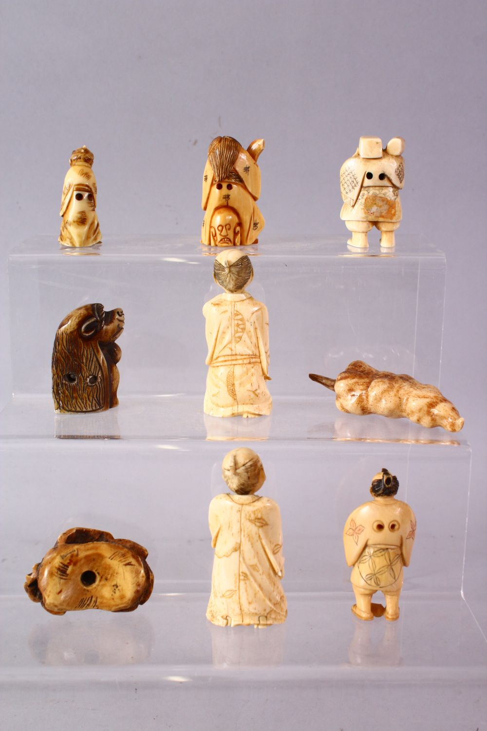 A LOT OF NINE JAPANESE MEIJI PERIOD CARVED IVORY / ANTLER NETSUKE - A stag antler carved as a - Image 5 of 8