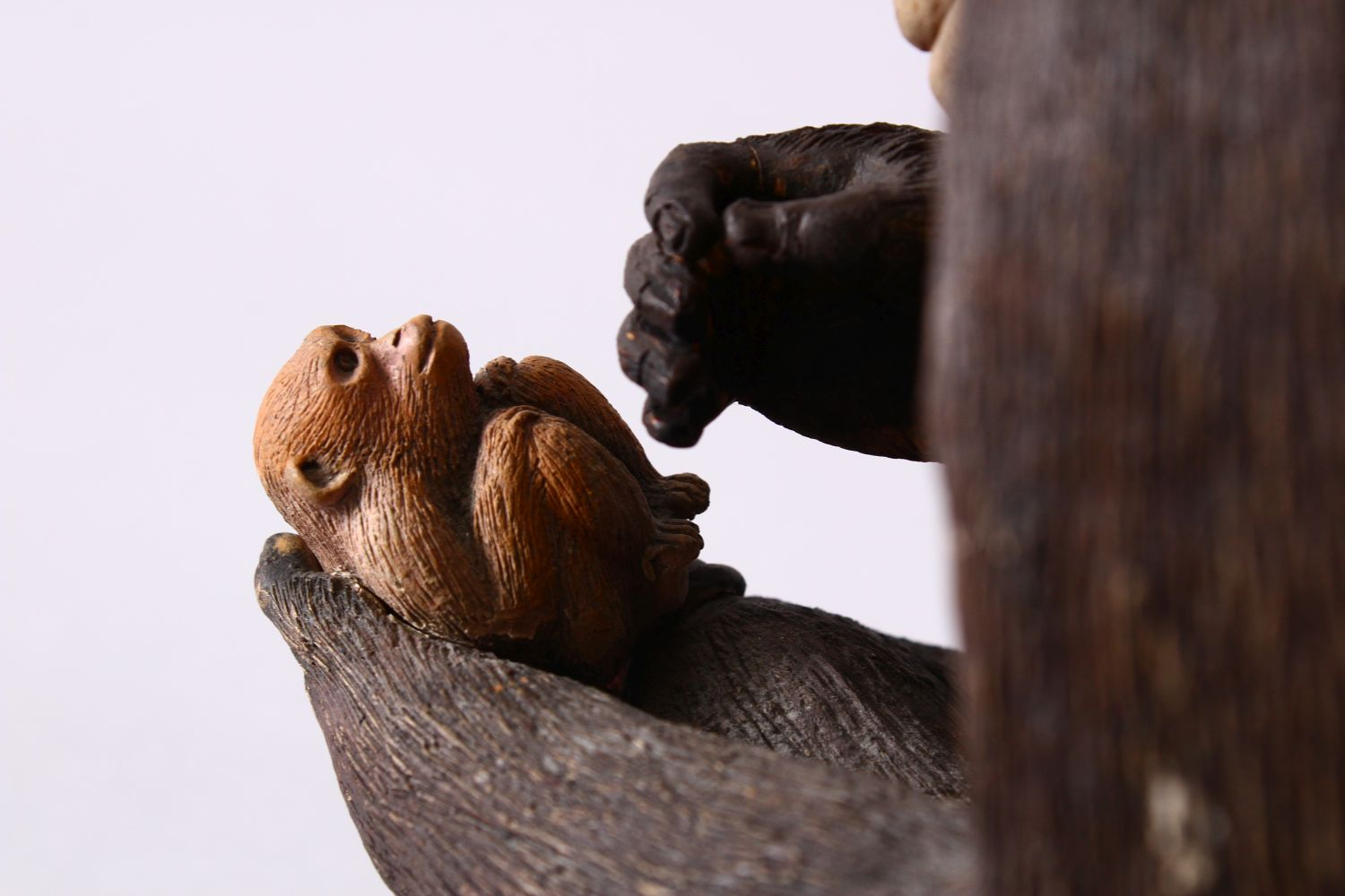 A JAPANESE POTTERY / TERRACOTTA MODEL OF A SEATED MONKEY, the monkey in a seated position holding - Image 7 of 10