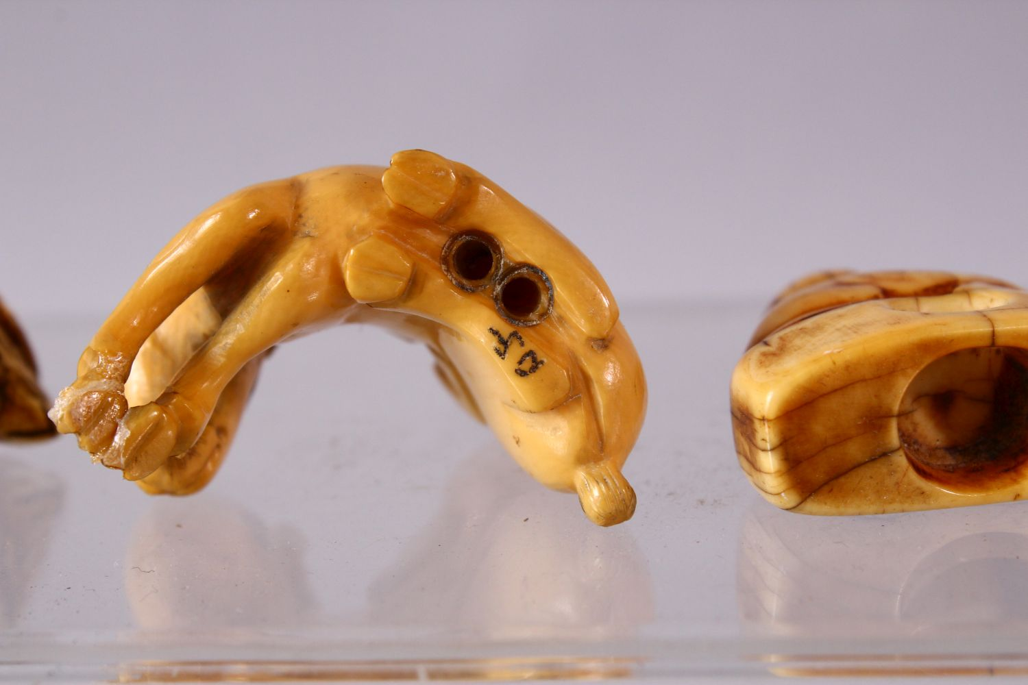 A LOT OF EIGHT JAPANESE MEIJI / EDO PERIOD CARVED IVORY NETSUKE & OJIME, one possibly later edo - Image 10 of 11