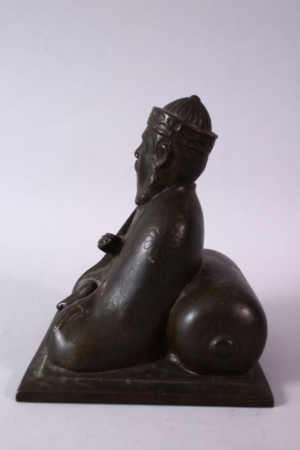 AN 18TH/19TH CENTURY BRONZE SEATED FIGURE OF A SCHOLAR, on a square base, 17cm high. - Image 5 of 6
