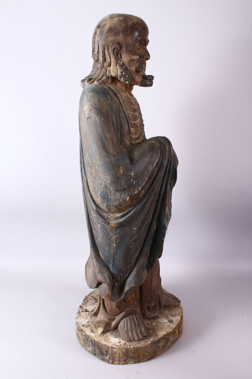 A 18TH/19TH CENTURY CHINESE CARVED WOOD FIGURE OF ROHAN, on a shaped base, 90cm high. - Image 4 of 7