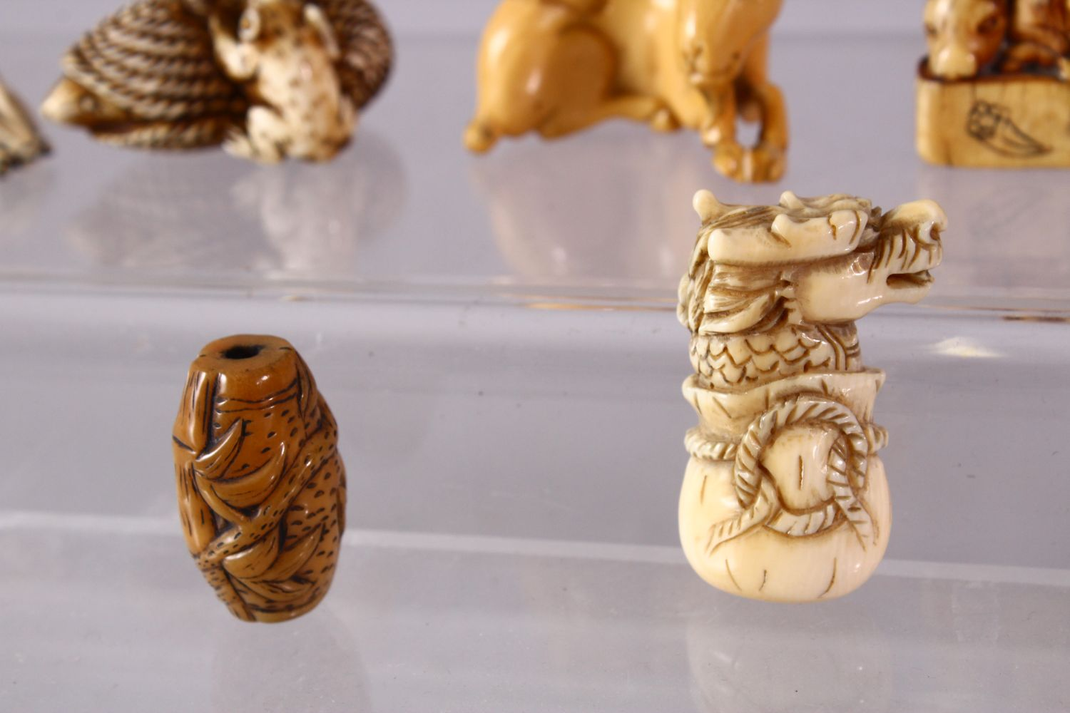 A LOT OF EIGHT JAPANESE MEIJI / EDO PERIOD CARVED IVORY NETSUKE & OJIME, one possibly later edo - Image 5 of 11