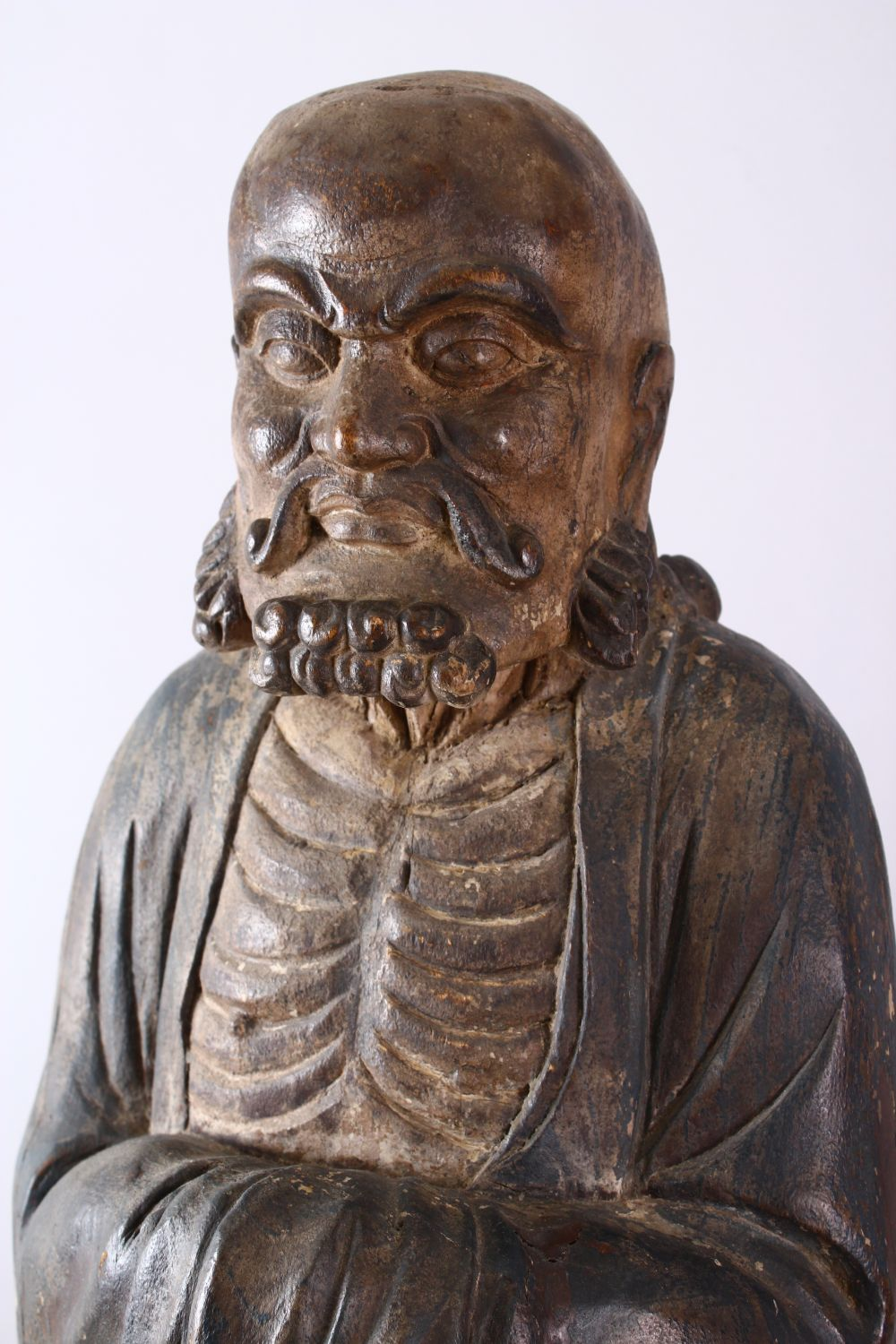 A 18TH/19TH CENTURY CHINESE CARVED WOOD FIGURE OF ROHAN, on a shaped base, 90cm high. - Image 2 of 7