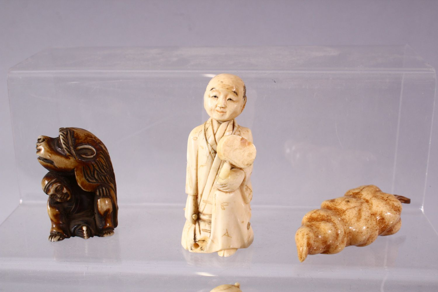 A LOT OF NINE JAPANESE MEIJI PERIOD CARVED IVORY / ANTLER NETSUKE - A stag antler carved as a - Image 3 of 8