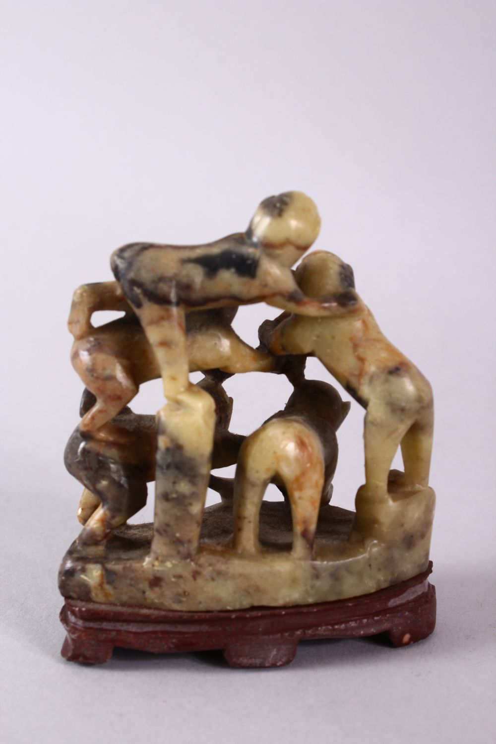 A 20TH CENTURY CHINESE CARVED SOAPSTONE MONKEY GROUP, carved with five monkeys climbing upon one and - Image 4 of 6