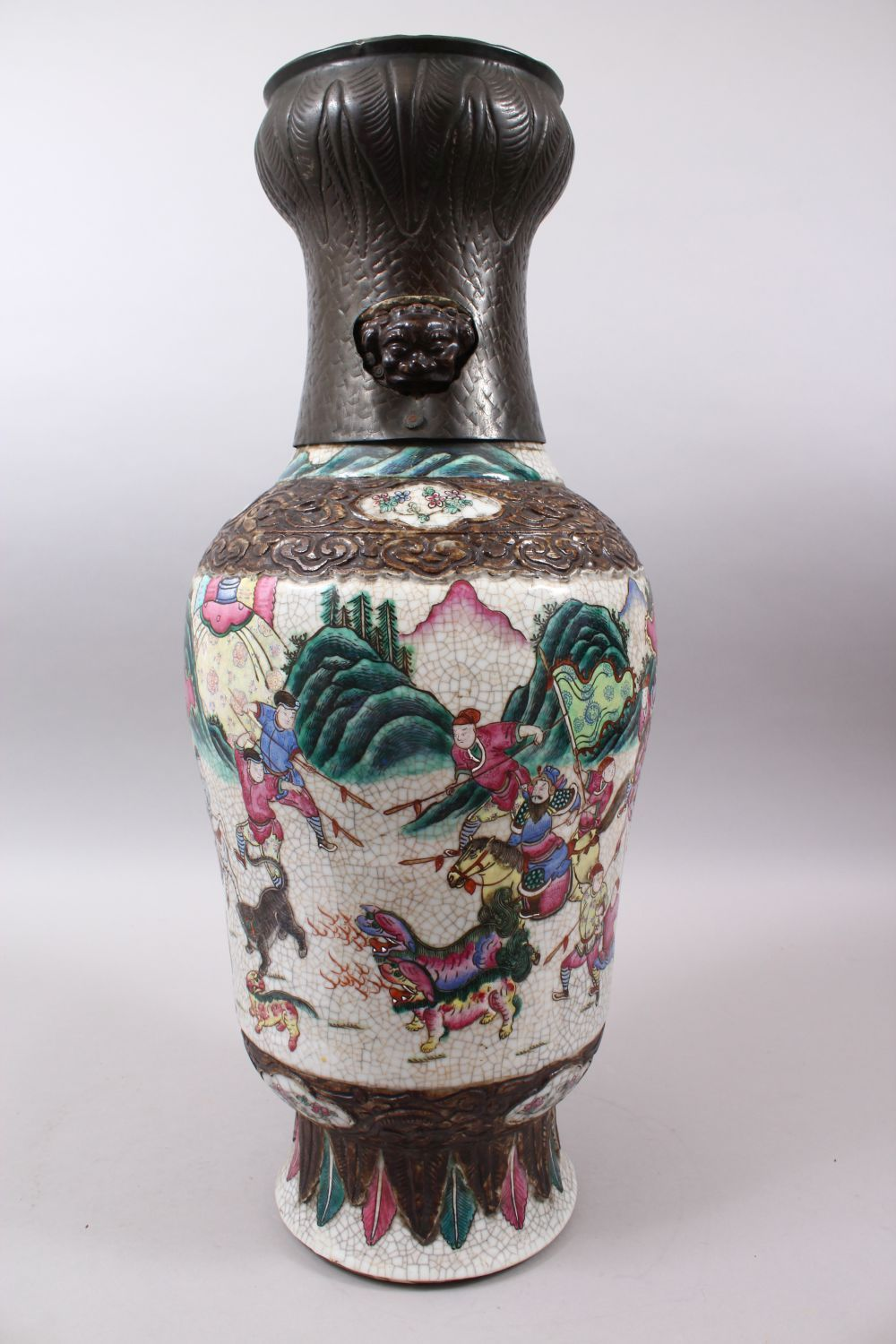 A 19TH CENTURY CHINESE FAMILLE ROSE CRACKLE GLAZED PORCELAIN VASE, painted with a battle scene, - Image 4 of 8