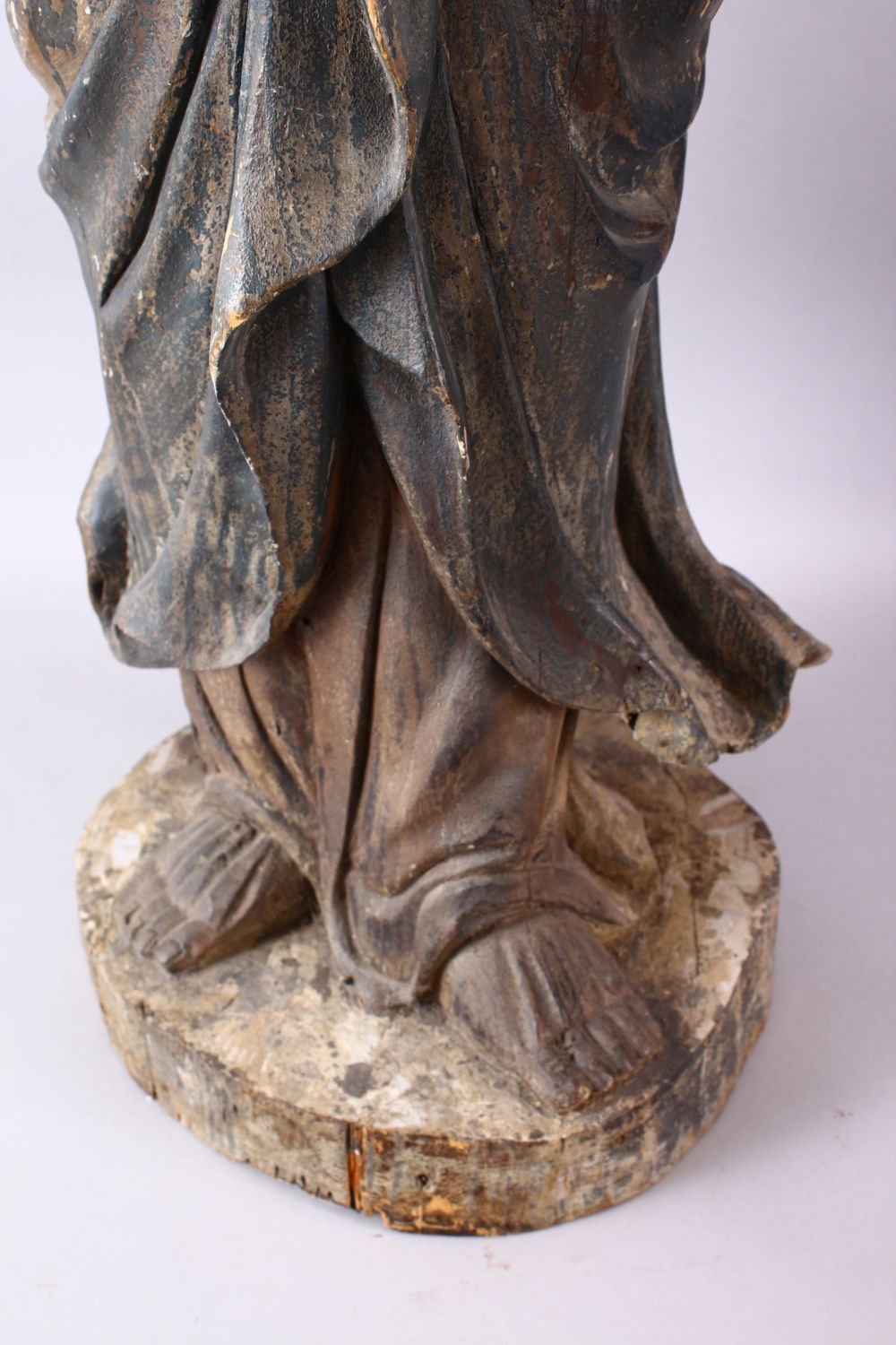 A 18TH/19TH CENTURY CHINESE CARVED WOOD FIGURE OF ROHAN, on a shaped base, 90cm high. - Image 3 of 7