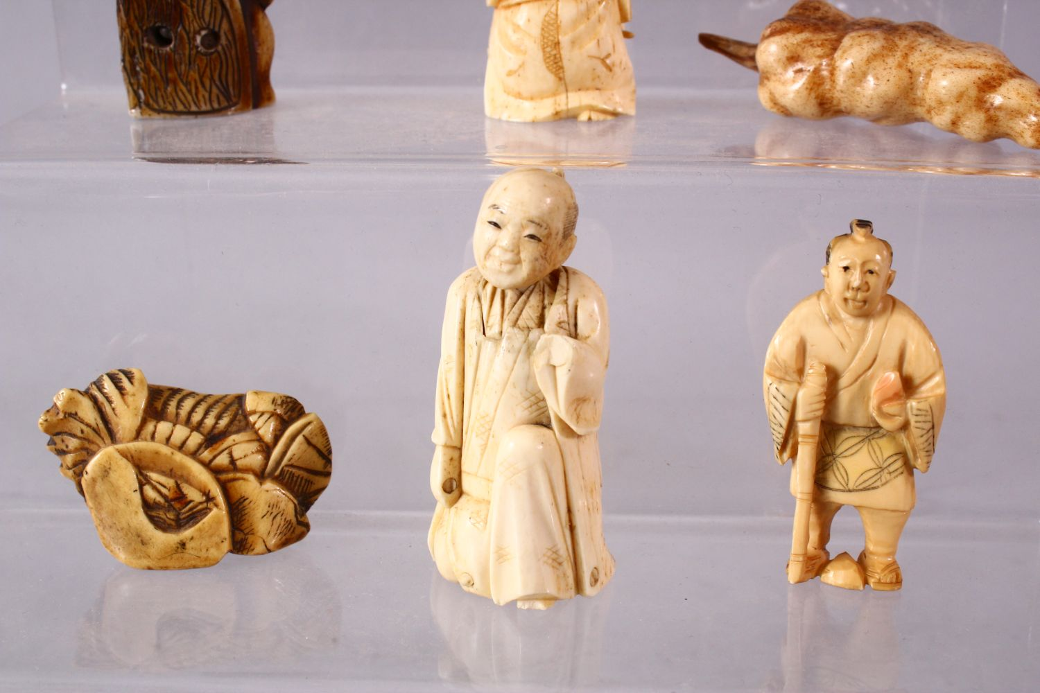 A LOT OF NINE JAPANESE MEIJI PERIOD CARVED IVORY / ANTLER NETSUKE - A stag antler carved as a - Image 4 of 8