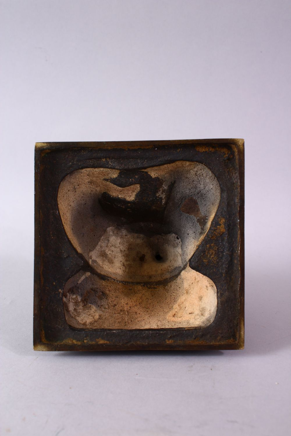 AN 18TH/19TH CENTURY BRONZE SEATED FIGURE OF A SCHOLAR, on a square base, 17cm high. - Image 6 of 6