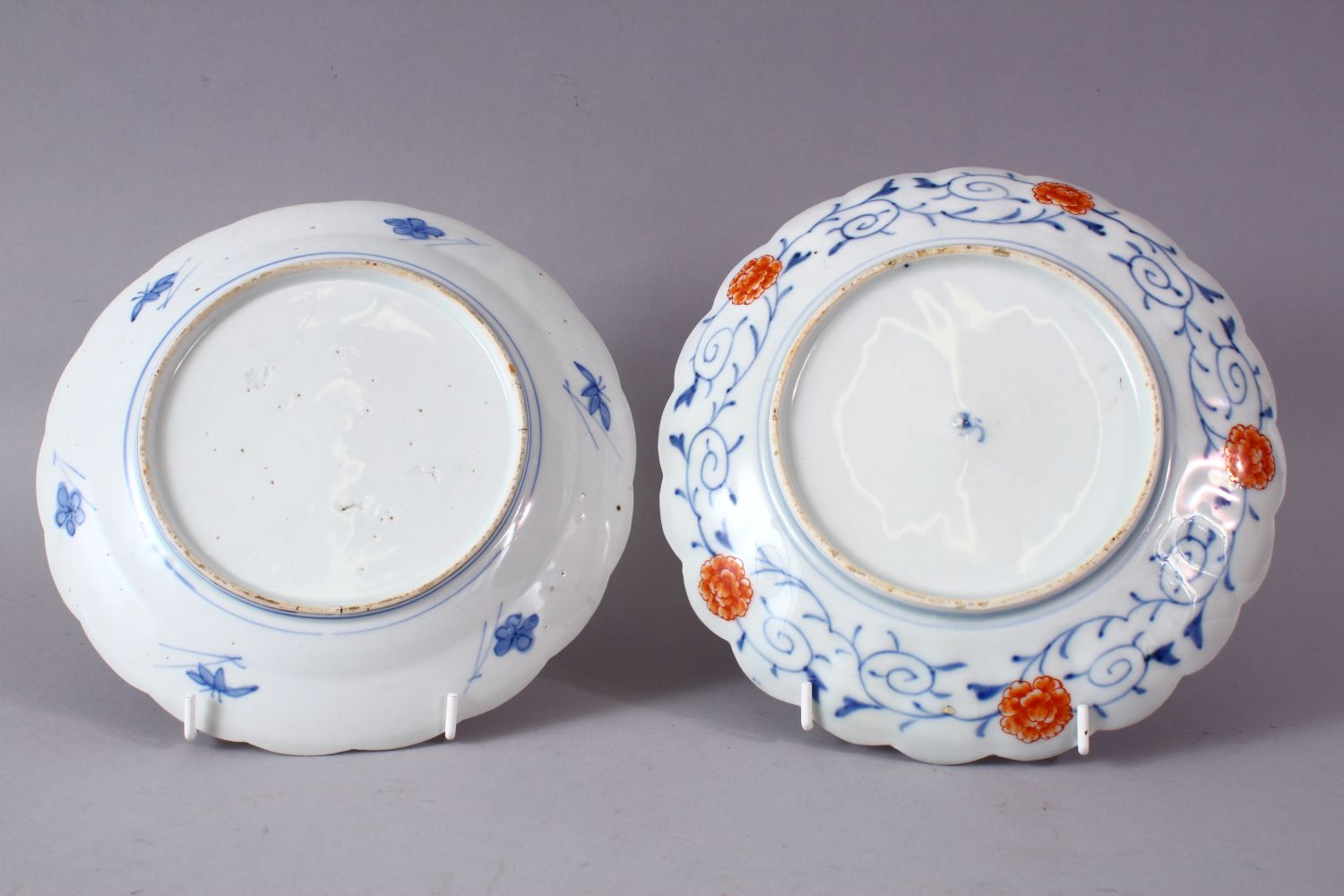 TWO MEIJI PERIOD IMARI PLATES, 20cm and 22cm. - Image 4 of 5