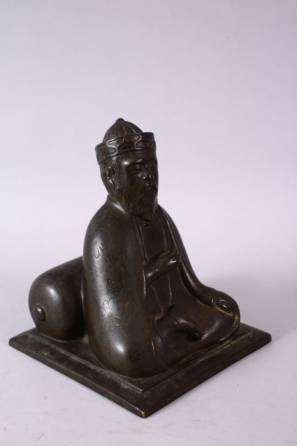 AN 18TH/19TH CENTURY BRONZE SEATED FIGURE OF A SCHOLAR, on a square base, 17cm high. - Image 2 of 6
