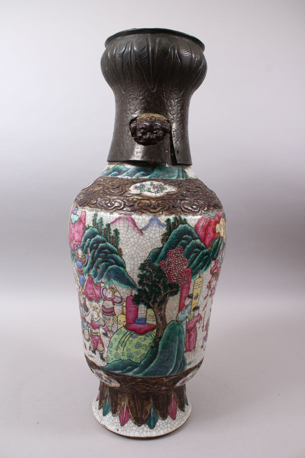 A 19TH CENTURY CHINESE FAMILLE ROSE CRACKLE GLAZED PORCELAIN VASE, painted with a battle scene, - Image 2 of 8
