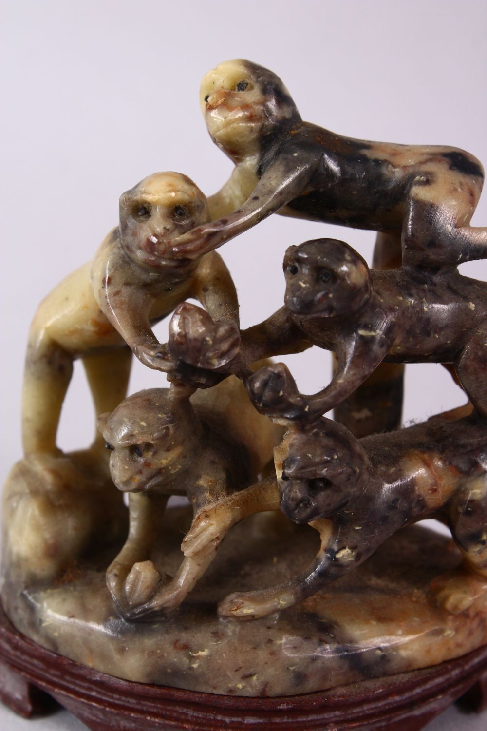 A 20TH CENTURY CHINESE CARVED SOAPSTONE MONKEY GROUP, carved with five monkeys climbing upon one and - Image 2 of 6