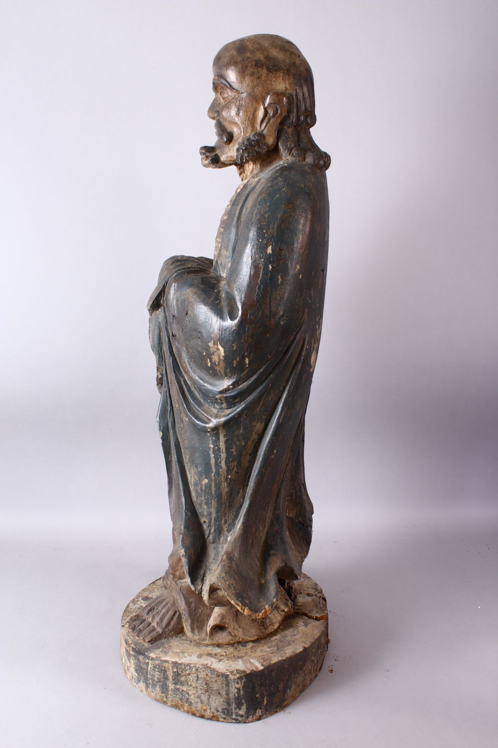 A 18TH/19TH CENTURY CHINESE CARVED WOOD FIGURE OF ROHAN, on a shaped base, 90cm high. - Image 7 of 7