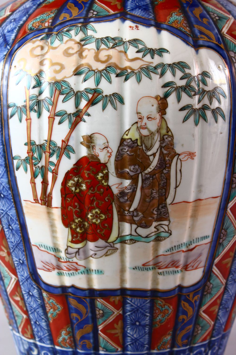 A LARGE IMARI VASE AND COVER, the ribbed body painted with panels of flowers and figures, the - Image 2 of 9