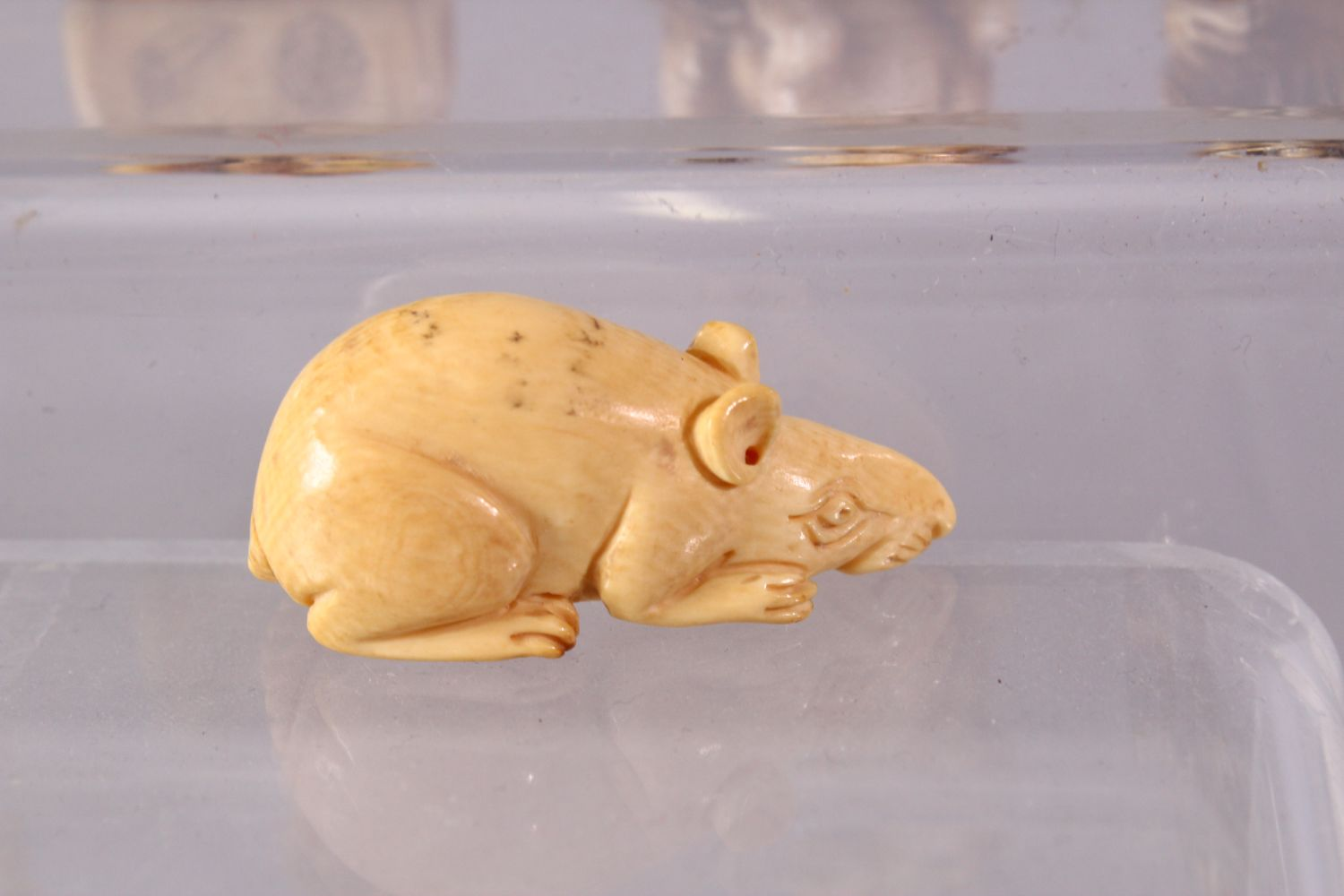 A LOT OF EIGHT JAPANESE MEIJI / EDO PERIOD CARVED IVORY NETSUKE & OJIME, one possibly later edo - Image 6 of 11