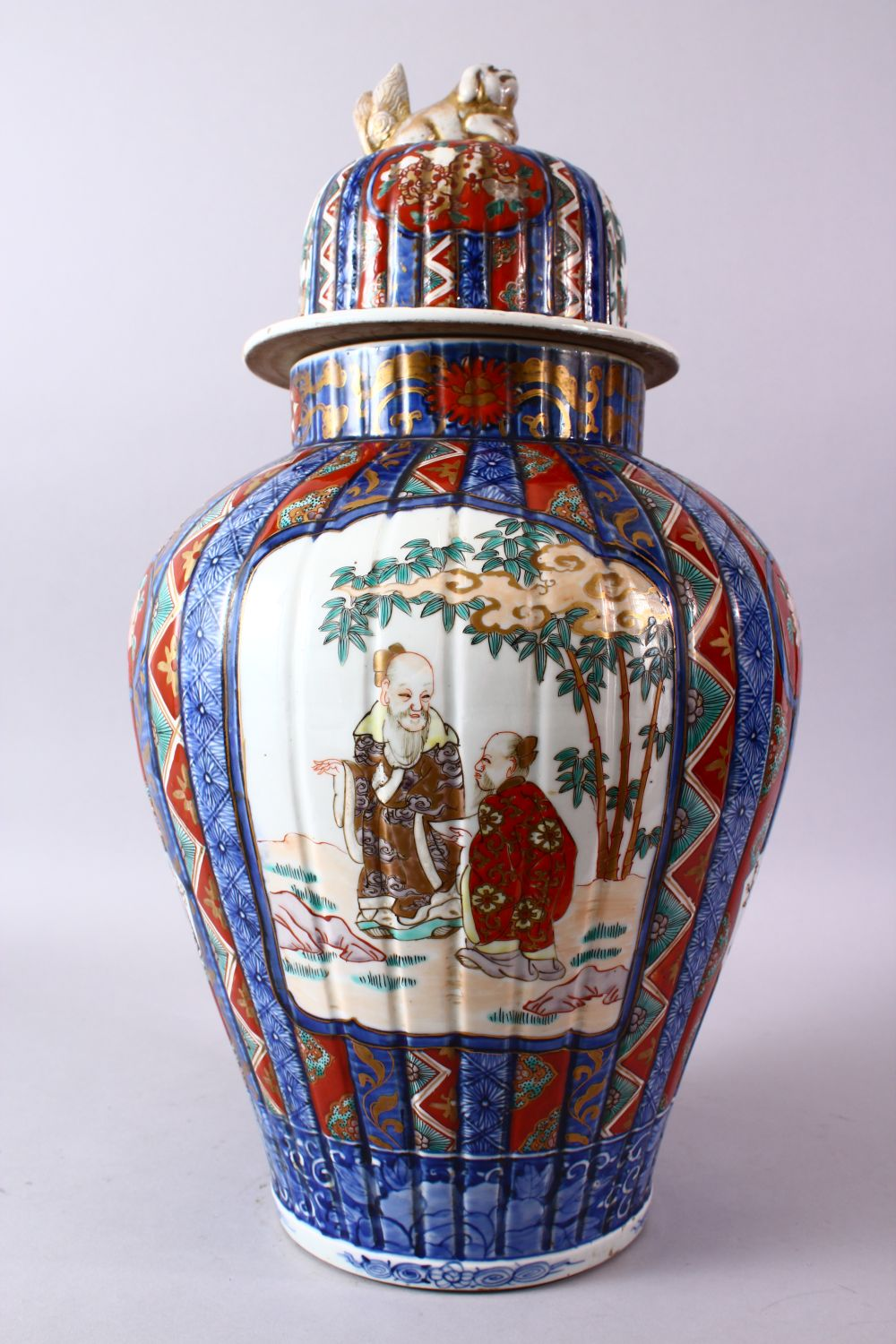 A LARGE IMARI VASE AND COVER, the ribbed body painted with panels of flowers and figures, the - Image 5 of 9