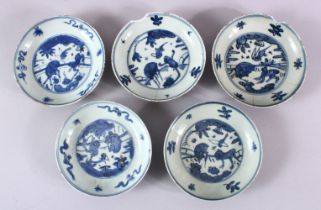 A SET OF 5 CHINESE BLUE & WHITE PORCELAIN SAUCER DISHES, with blue central decoration depicting
