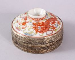 A CHINESE FAMILLE ROSE & WHITE METAL MOUNTED PORCELAIN COVER, the cover decorated with dragons an