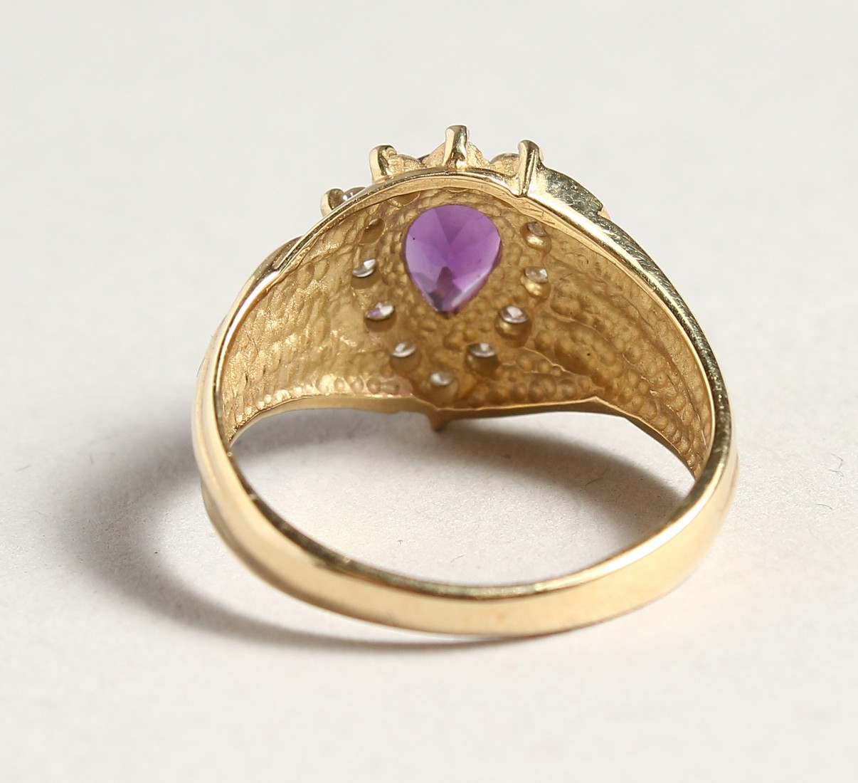 A 14CT GOLD, AMETHYST AND DIAMOND TEAR DROP RING - Image 3 of 4