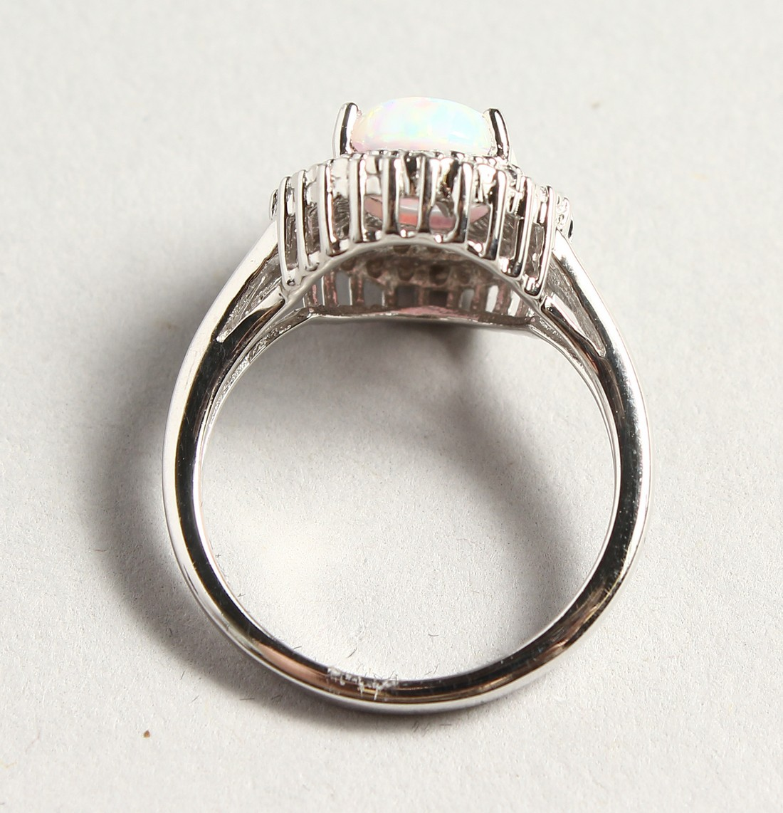 A SILVER OPALITE AND DIAMOND CLUSTER RING - Image 4 of 6