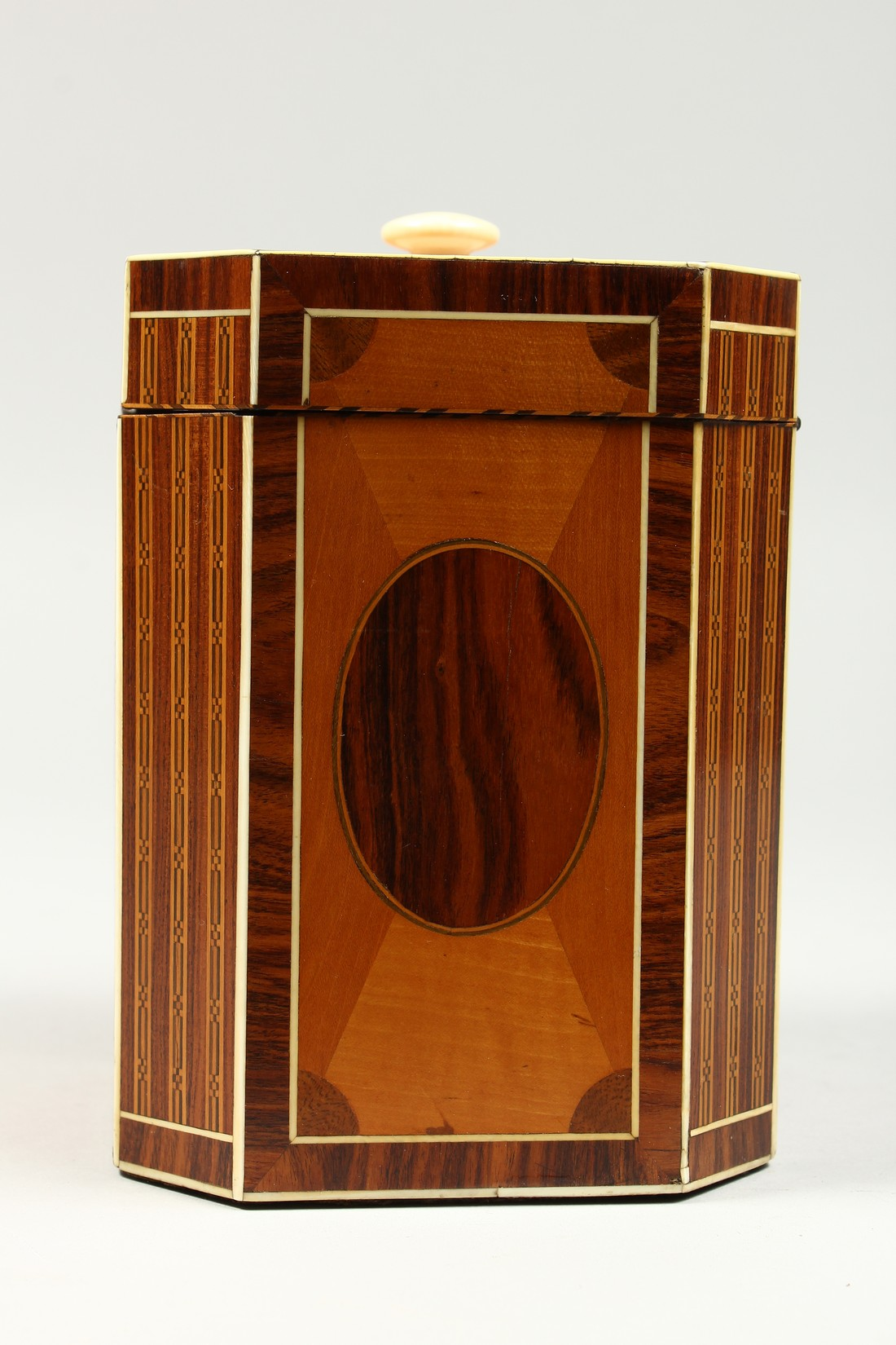 A SUPERB GEORGE III SATINWOOD BANDED TEA CADDY with rosewood and ivory canted corners and ivory - Image 5 of 9