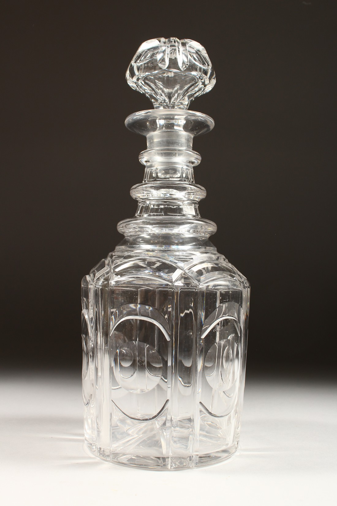 A HEXAGONAL CUT GLASS DECANTER AND STOPPER - Image 2 of 5