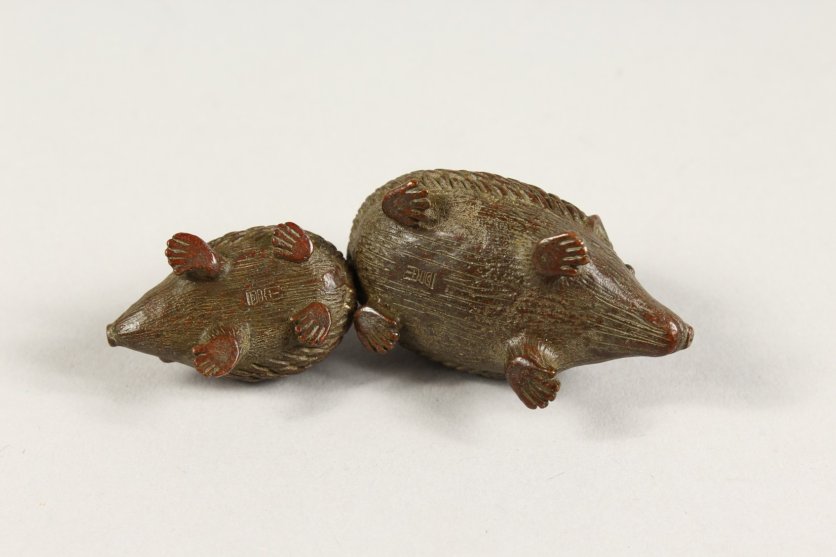 TWO JAPANESE BBRONZE HEDGEHOGS 2ins & 1.5ins long - Image 4 of 4