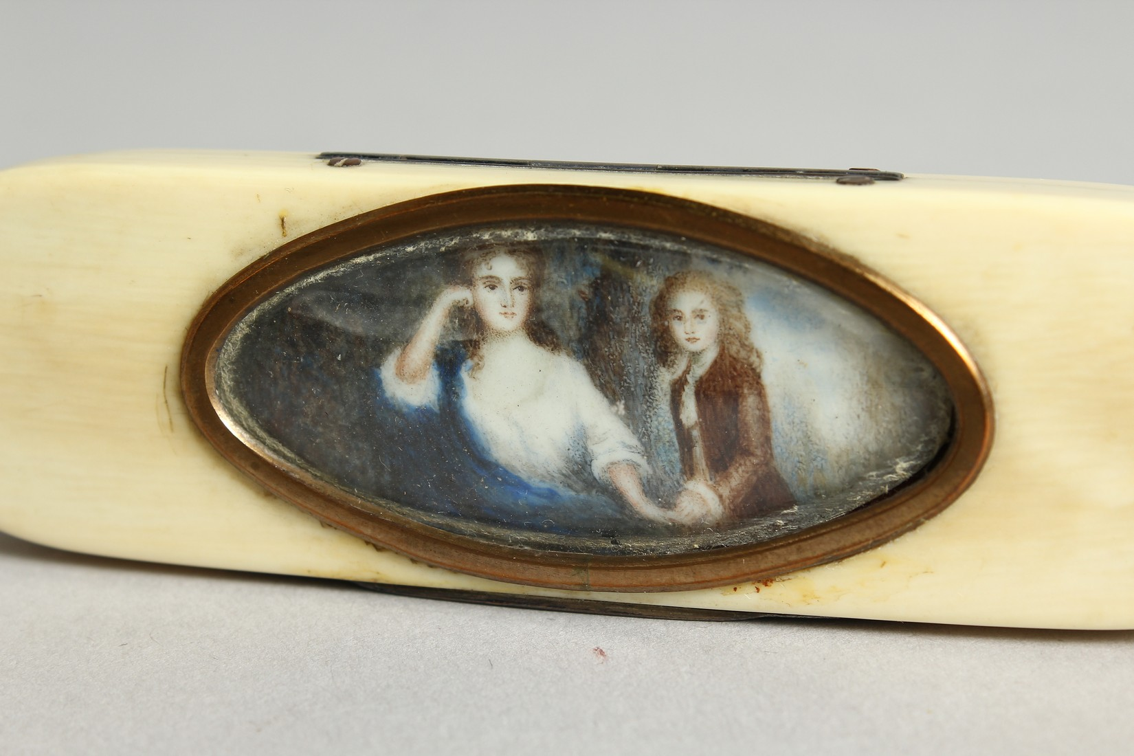 A GEORGIAN IVORY LONG PINBOX, the top with an oval, lady and young boy. 4ins long. - Image 2 of 6