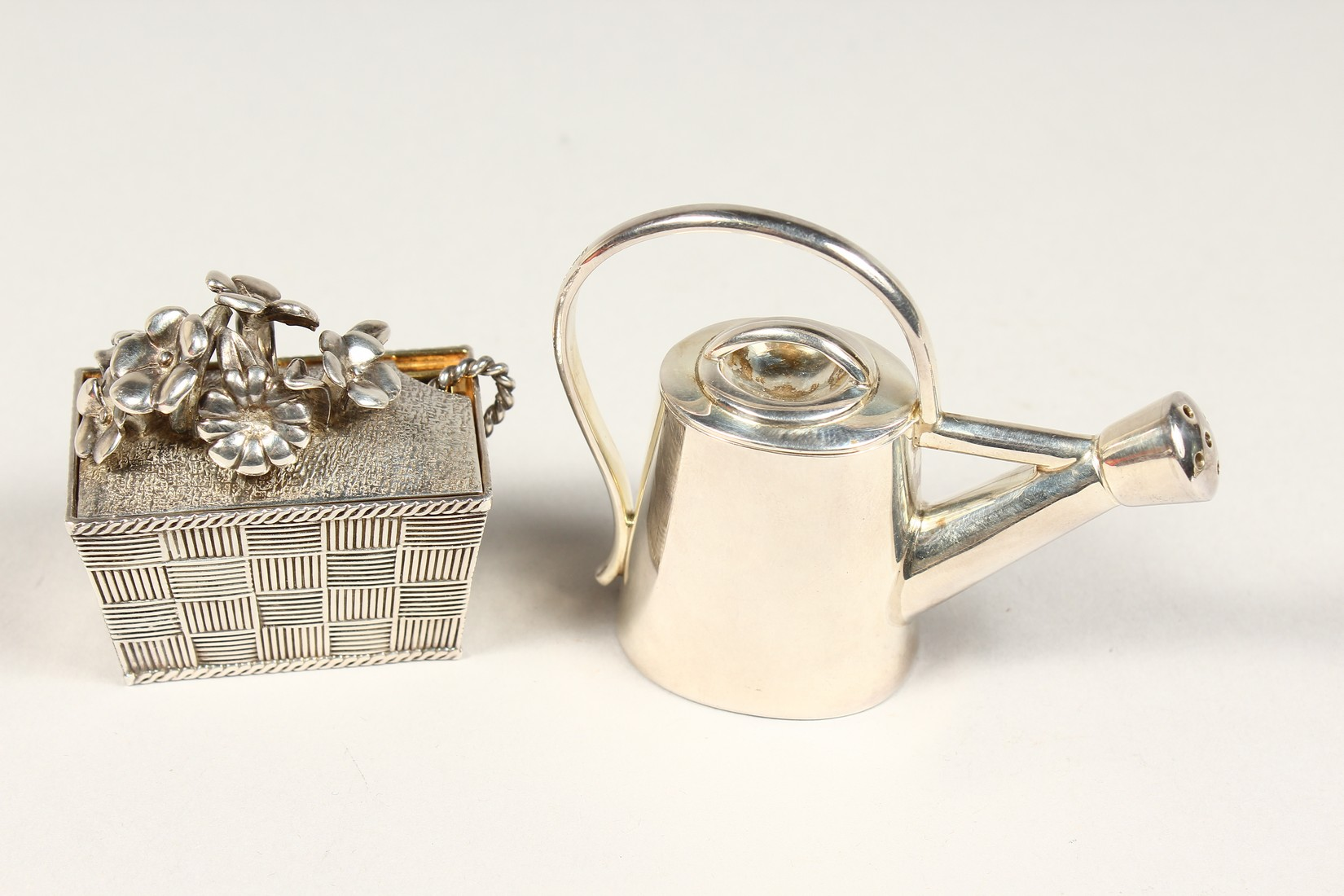 A THISTLE AND BEE SILVER BOX AND WATERING CAN - Image 3 of 5