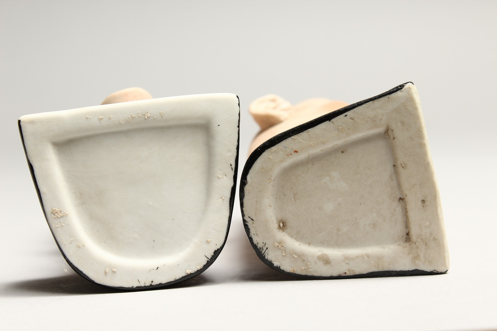 A PAIR OF POTTERY MEN'S HEADS ASHTRAYS. 5in high. - Image 5 of 5