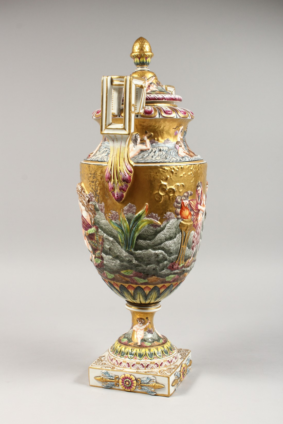A SUPERB LARGE CAPODIMONTE TWO HANDLED URN SHAPE VASE AND COVER with gilt ground, with classical - Image 6 of 17