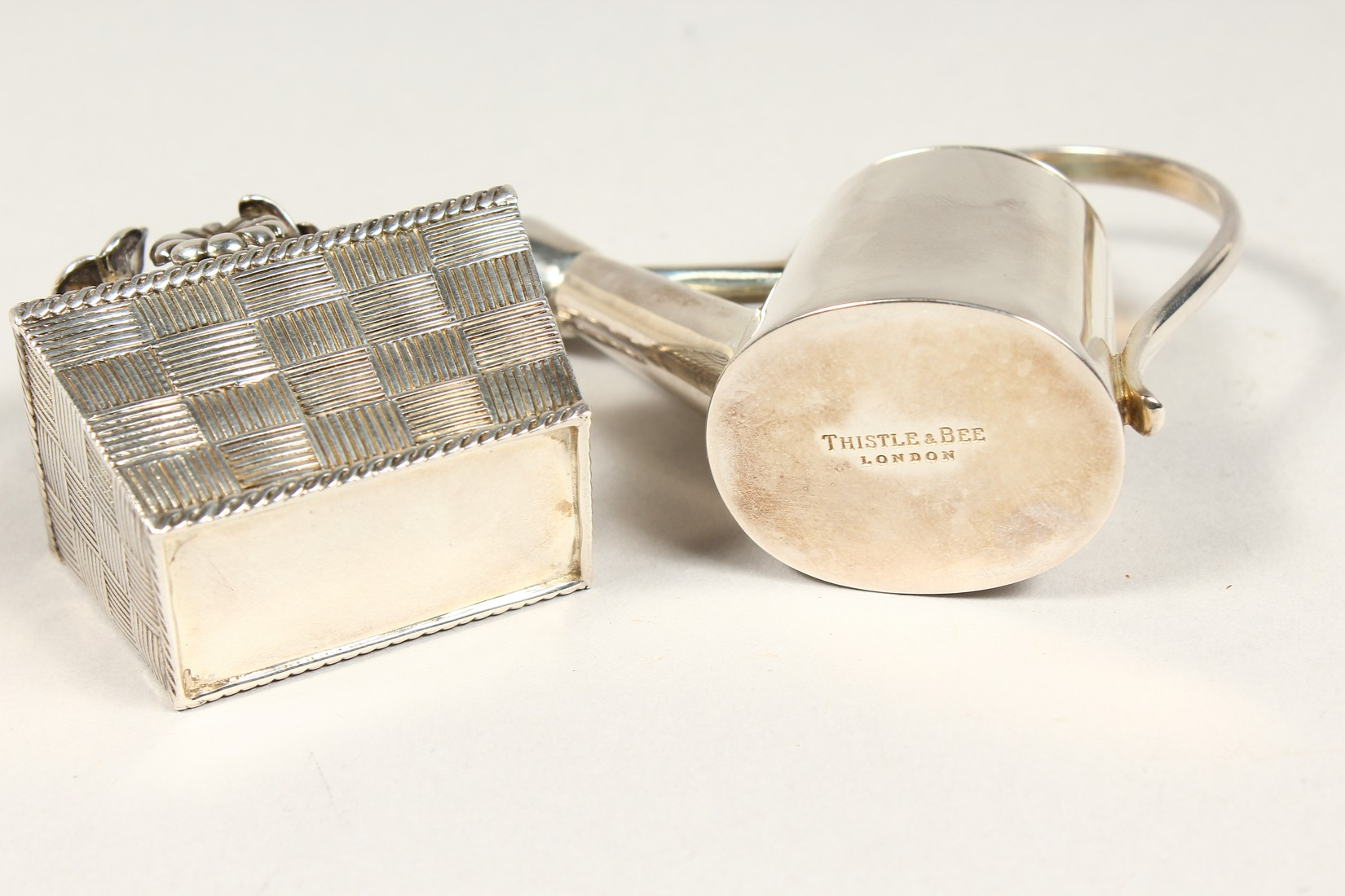 A THISTLE AND BEE SILVER BOX AND WATERING CAN - Image 4 of 5
