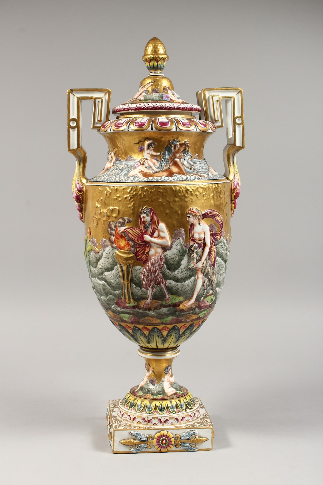 A SUPERB LARGE CAPODIMONTE TWO HANDLED URN SHAPE VASE AND COVER with gilt ground, with classical - Image 9 of 17