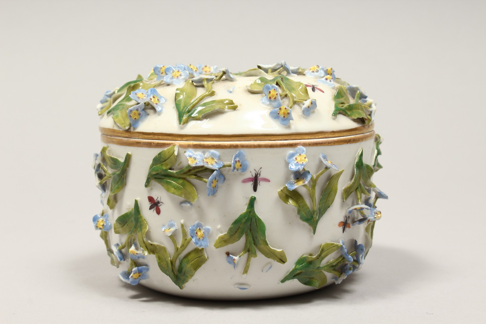 A DRESDON CIRCULAR BOWL AND COVER painted with moths and encrusted with flowers. 4.5ins diameter. - Image 2 of 8