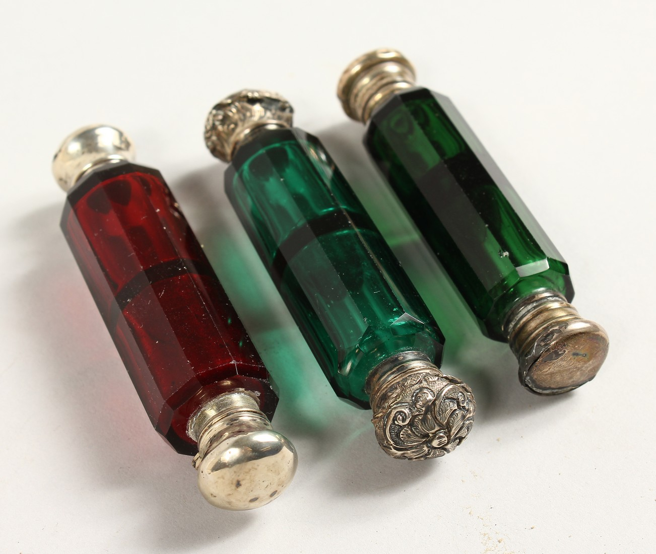 THREE VICTORIAN DOUBLE-ENDED SCENT BOTTLES 4ins long