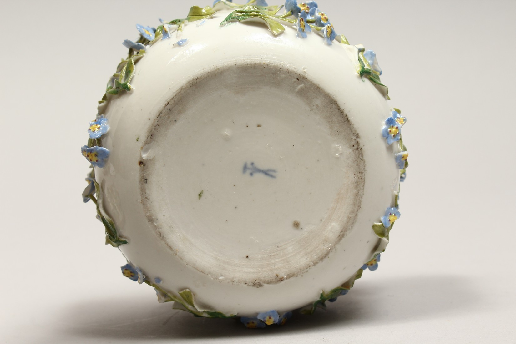 A DRESDON CIRCULAR BOWL AND COVER painted with moths and encrusted with flowers. 4.5ins diameter. - Image 7 of 8